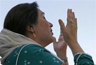 bhutto_prayer.jpg